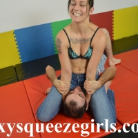 Paige-vs-Chris-jeans-headscissor-1 Paige vs Chris Jeans Headscissor
