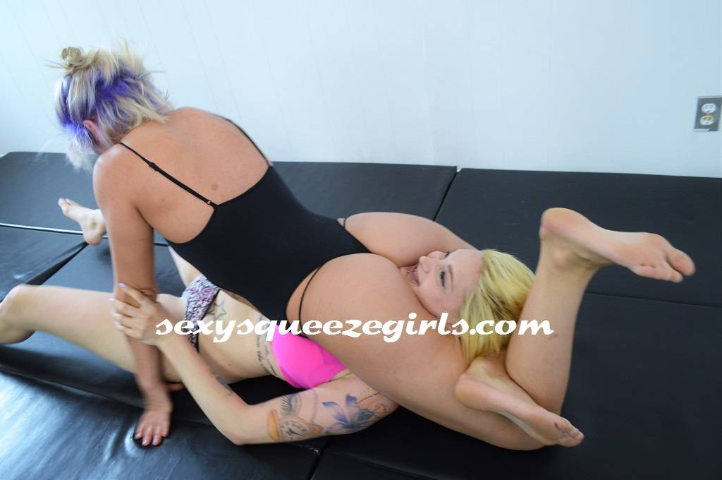 Cynara s scissor squeezeout female wrestling 9
