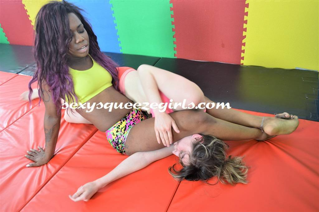 SSG-VC-066 The Black Squeeze