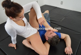 SSG-VC-304 Tight Thighs and Foot Surprise
